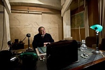 Churchill-desk.jpg